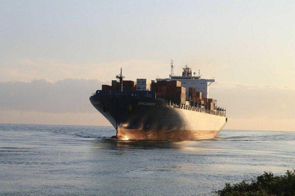 Hilft es dem Klima, wenn Flugzeuge und Schiffe langsamer fahren? – Bundesregierung ahnungslos